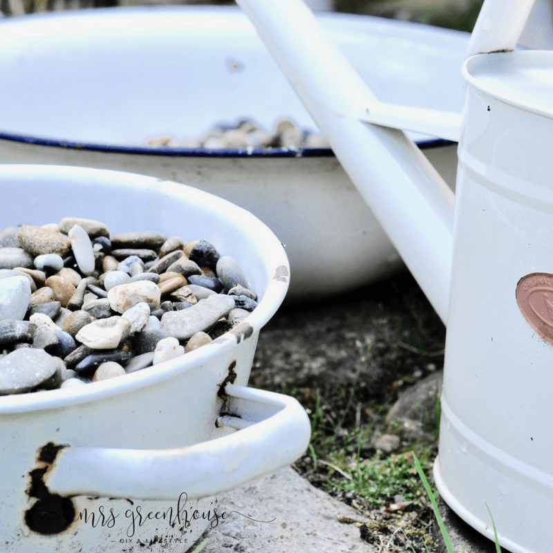 Kieselsteine für den Mini-Teich - Garten DIY