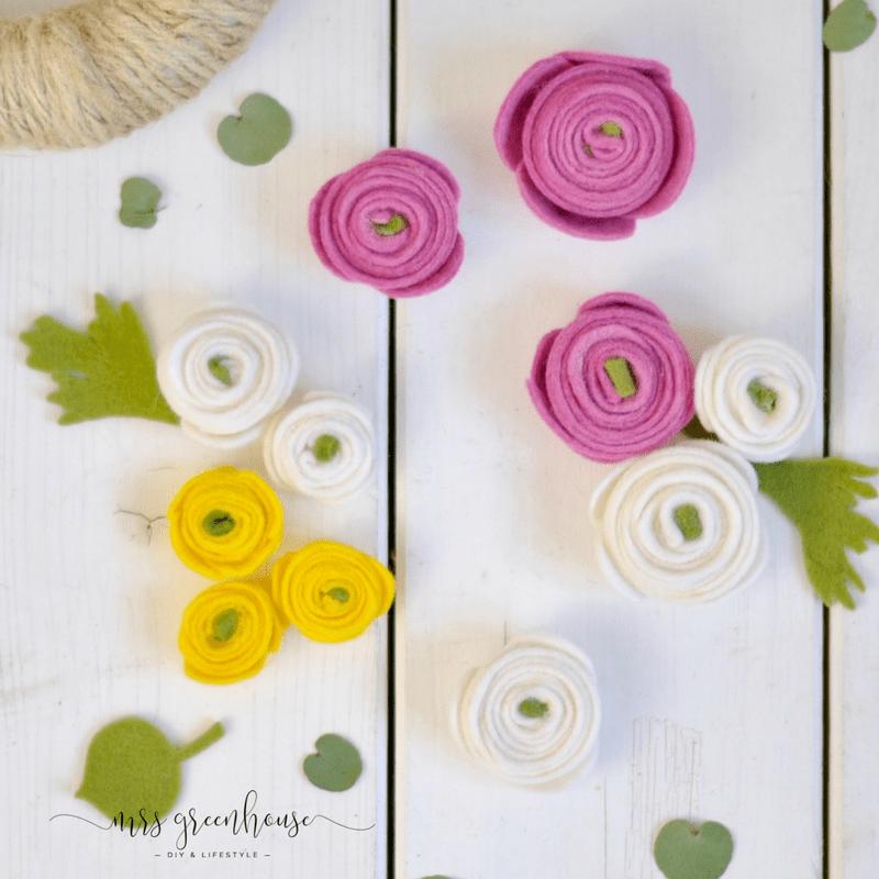 Ranunkelblüten-Kranz aus Filz - ein Frühlings-DIY