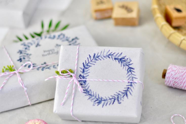 Geschenkpapier bestempeln