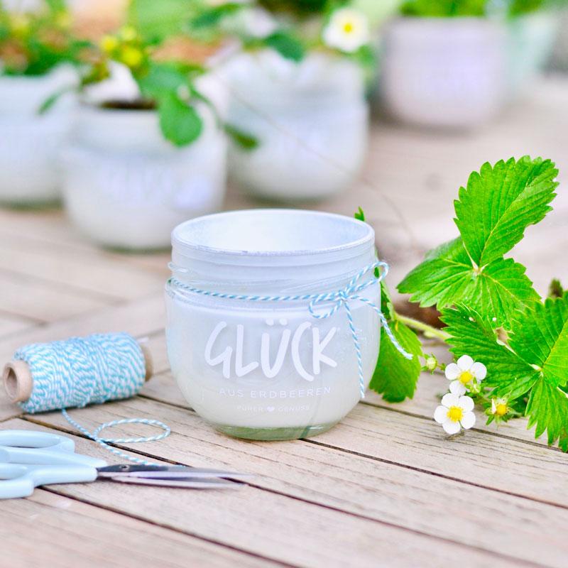Marmeladenglas mit Lack besprühen