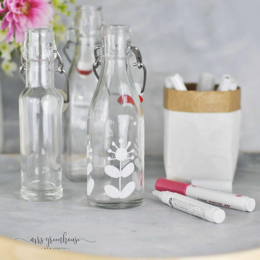 Flaschen mit Muster bemalen