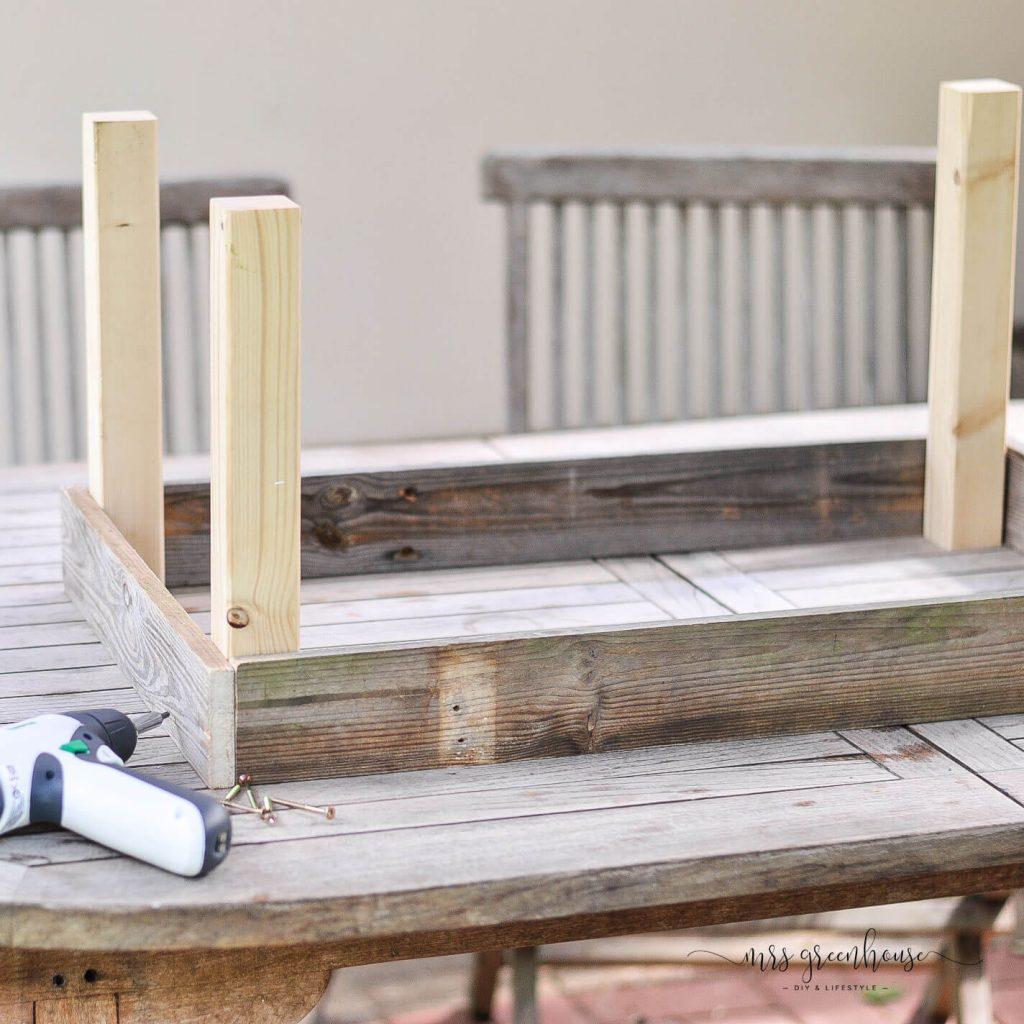 Gestell für Gartentisch aus Palettenholz