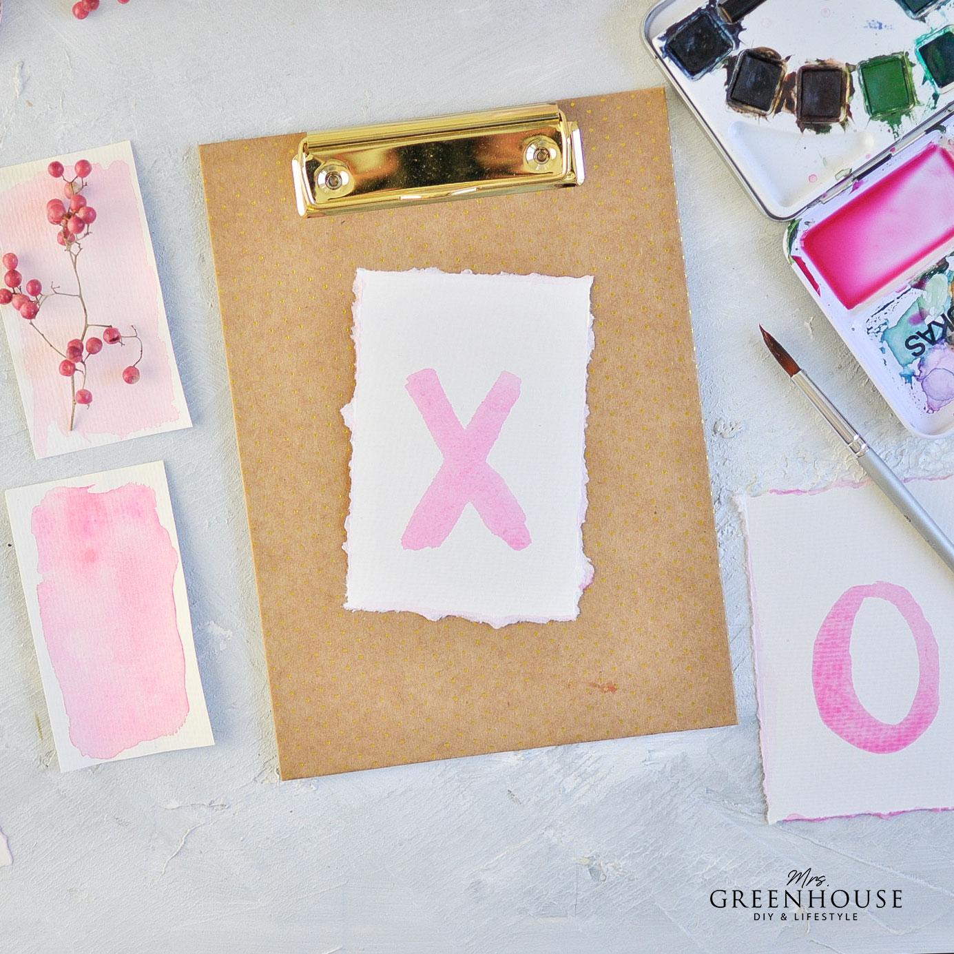 Buchstaben mit Aquarellfarbe zeichnen