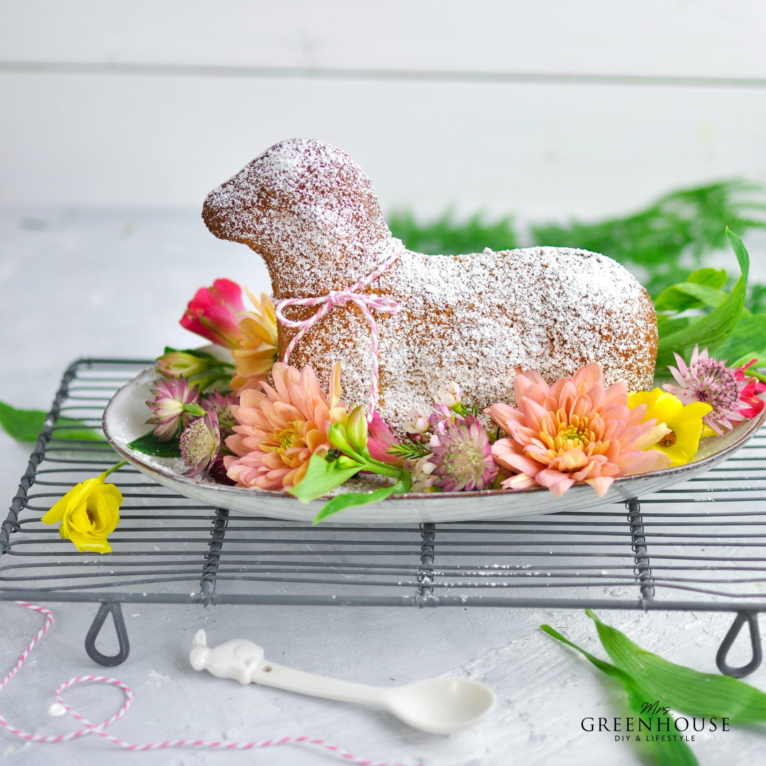 Osterlamm Kuchen mit Blumen
