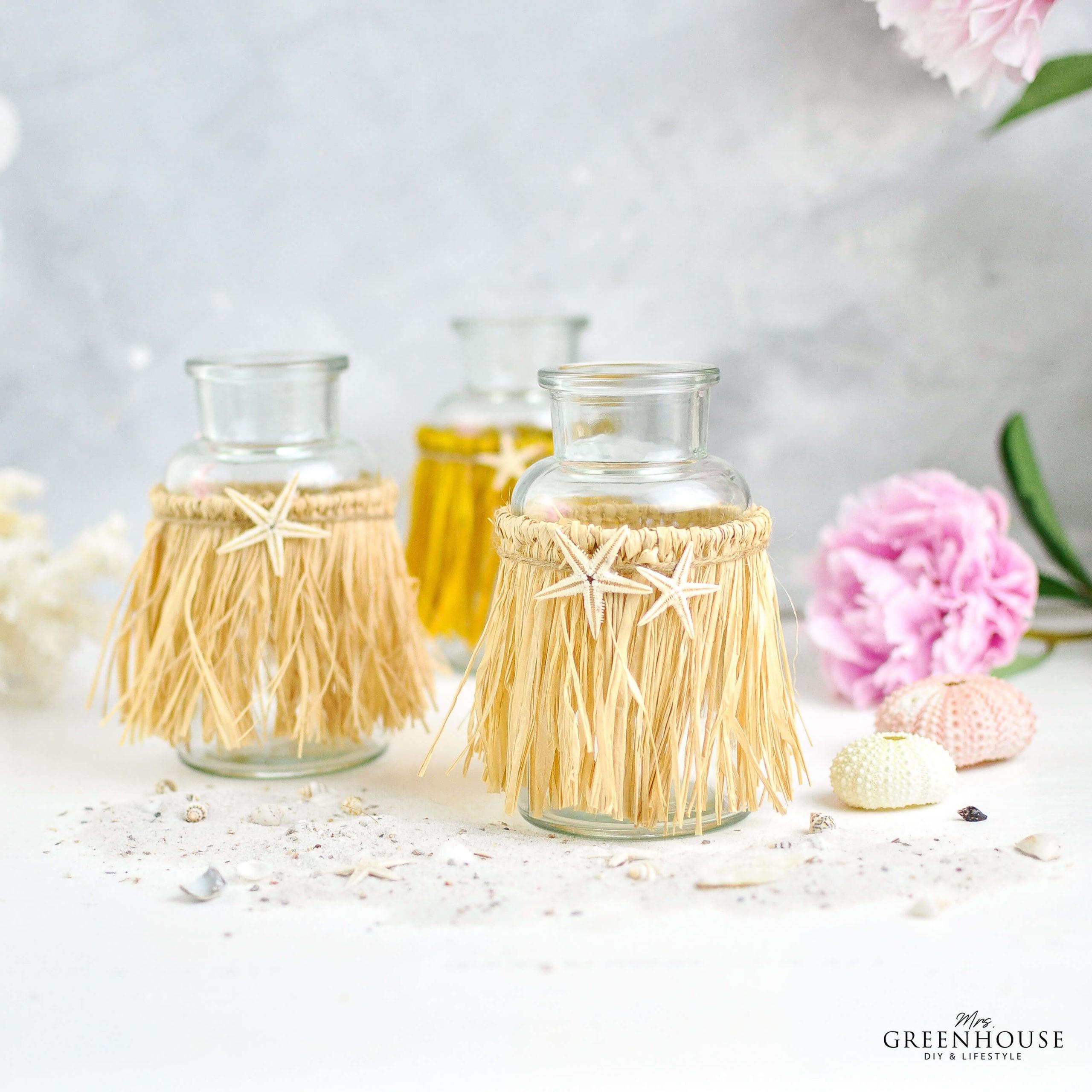 Glasflaschen mit Baströckchen DIY