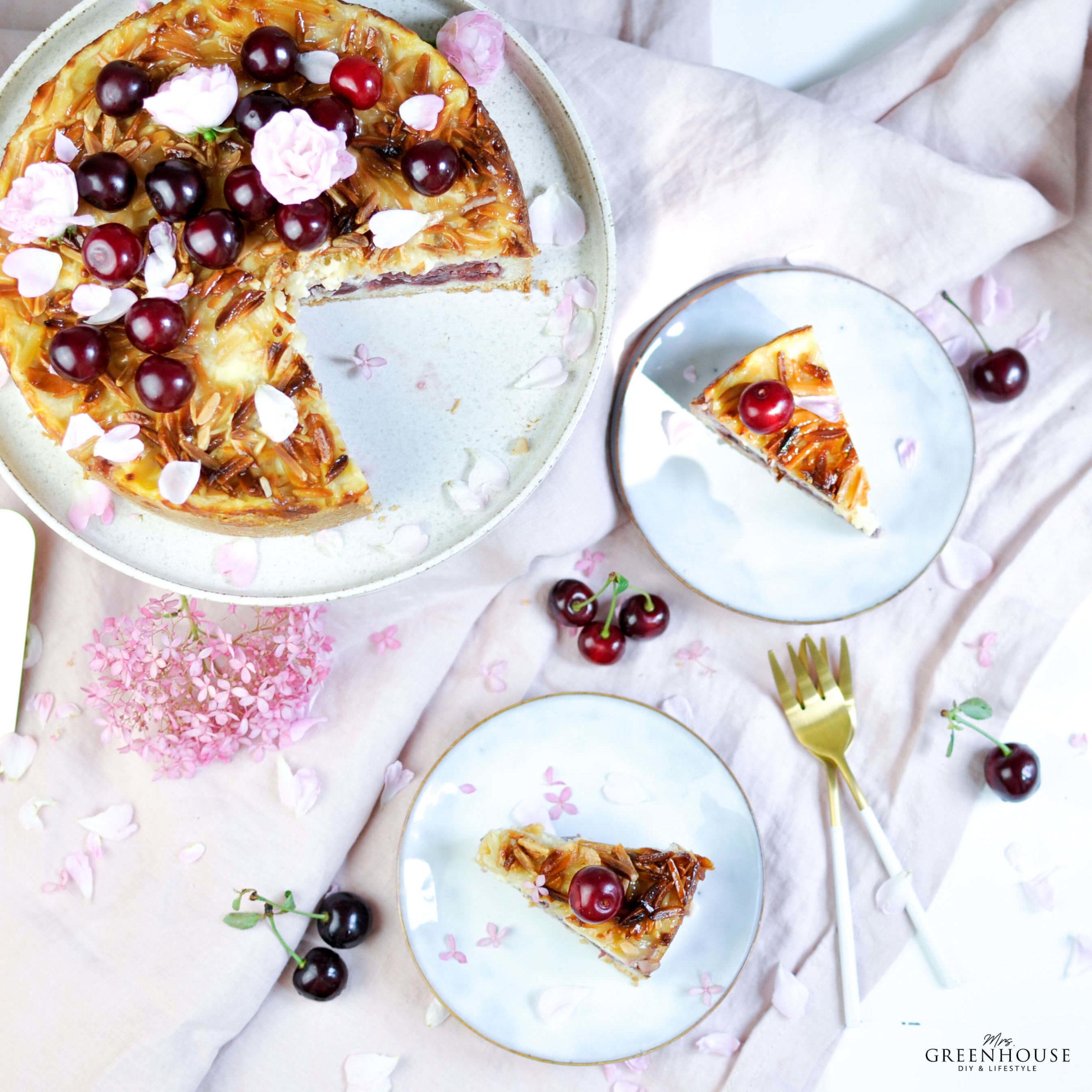 Kirschkuchen mit Pudding und Mandelsplittern