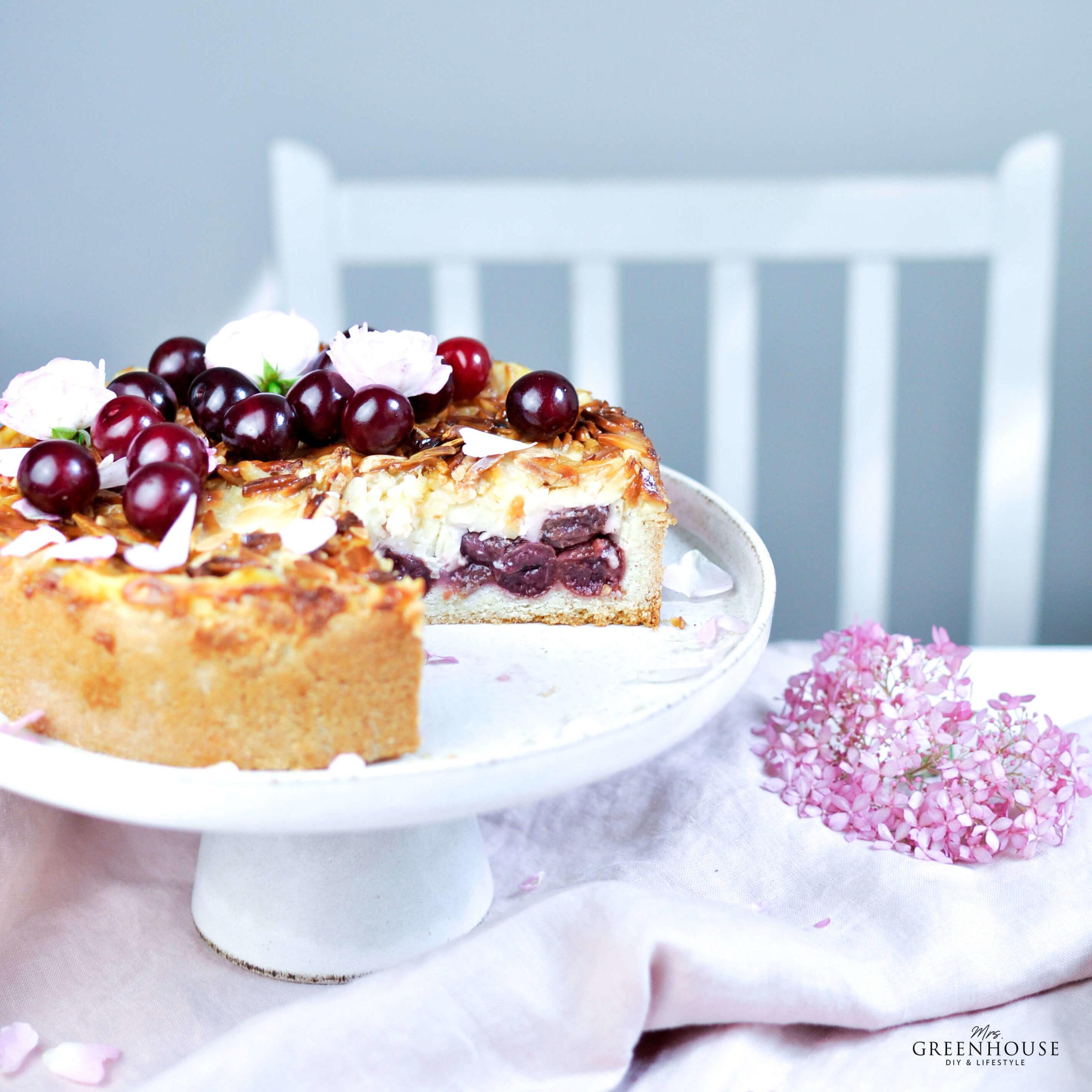 Kirschkuchen mit Pudding und Mandelsplitter