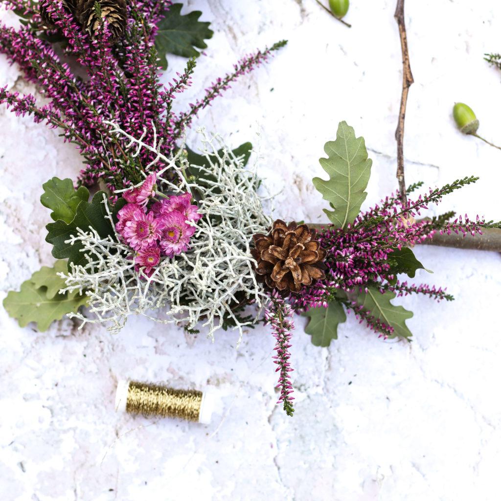 Holzrahmen mit Blumendeko