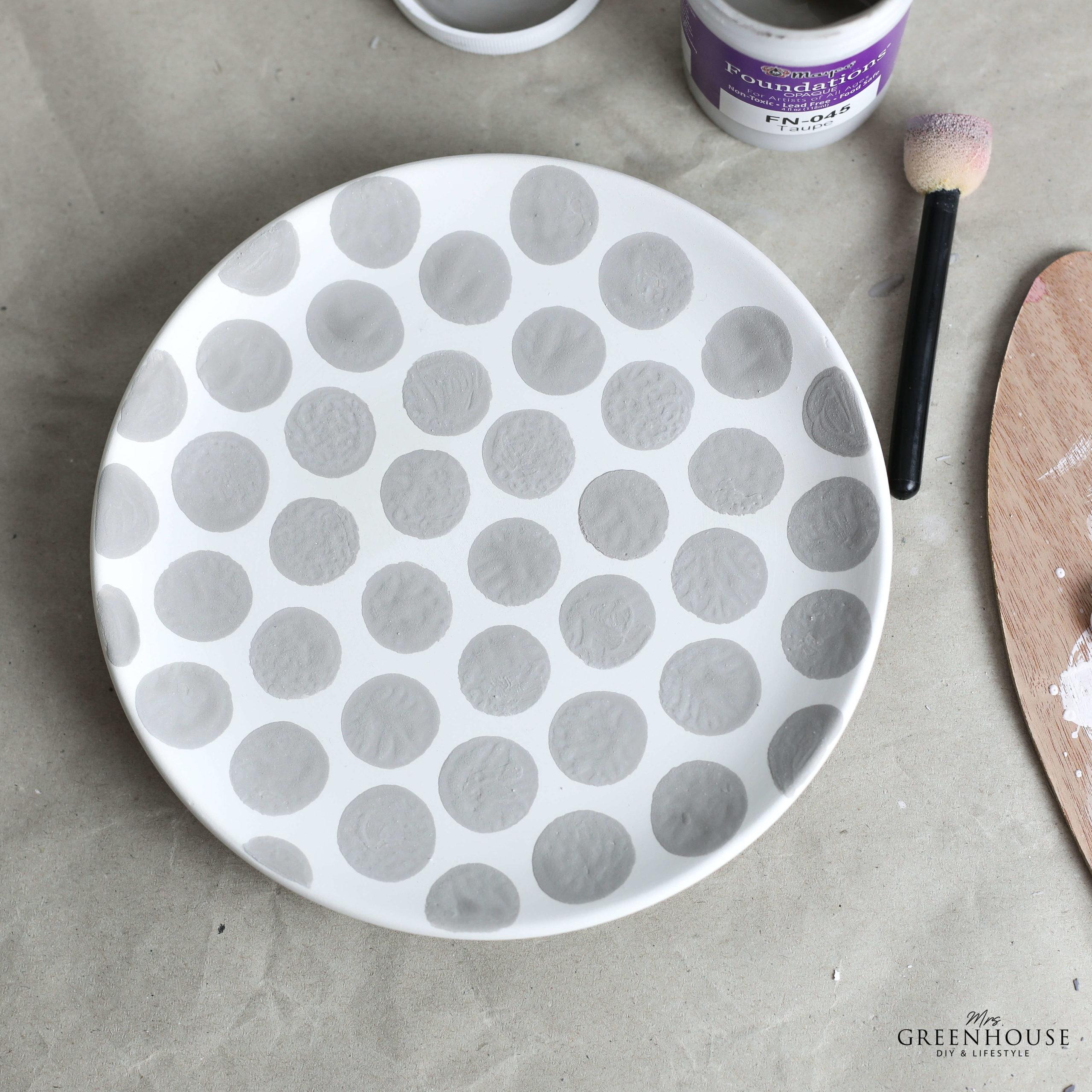 Keramik Teller mit Punkten bemalen