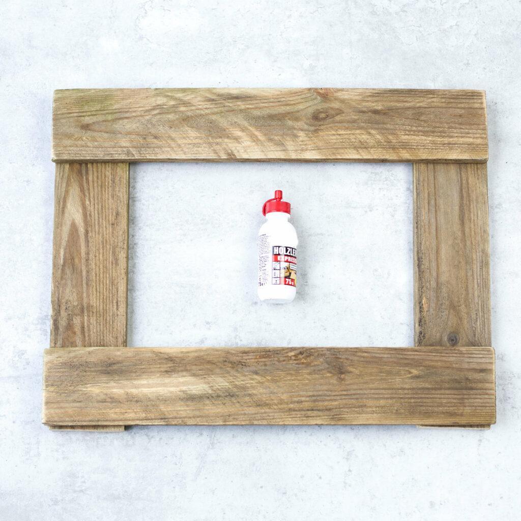Holzleistern für Tassen Wandregal verleimen