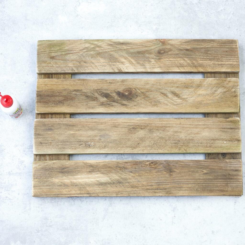Holzleisten für Tassen Wandregal verleimen
