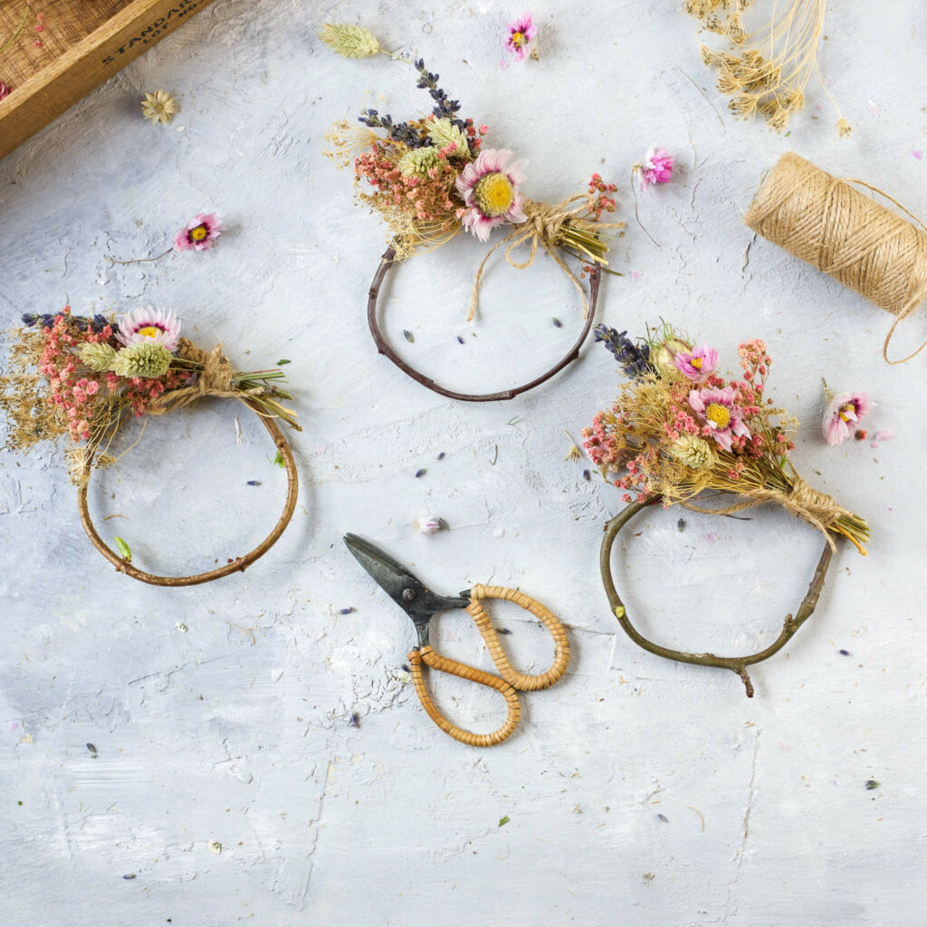 Blumenkranz Serviettenringe aus Trockenblumen