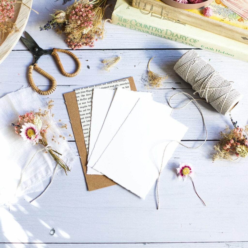 Material für Karten mit Trockenblumen