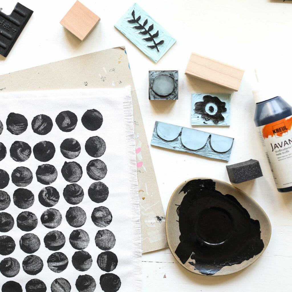 Skandinavisches Design stempeln mit selbstgemachten Stempeln