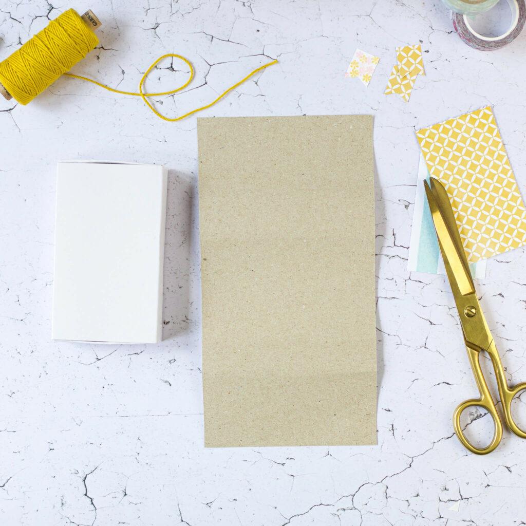 Streichholzschachtel mit Papier bekleben