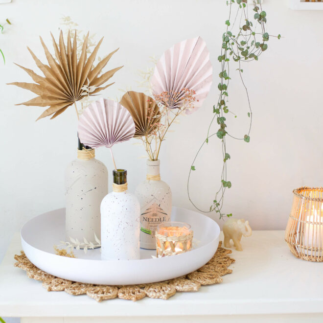 Ginflaschen Upcycling - Vasen im Sprenkel Look