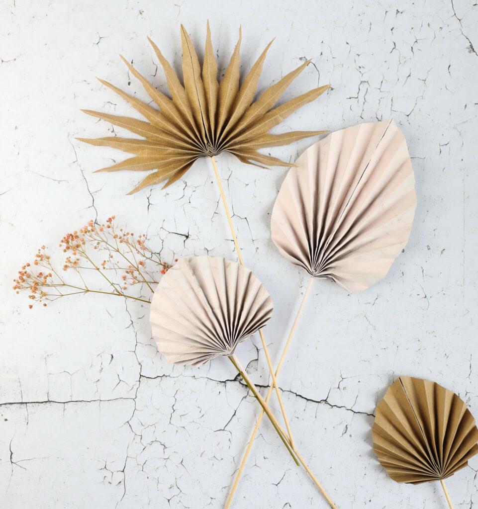Palmblätter aus Papier falten
