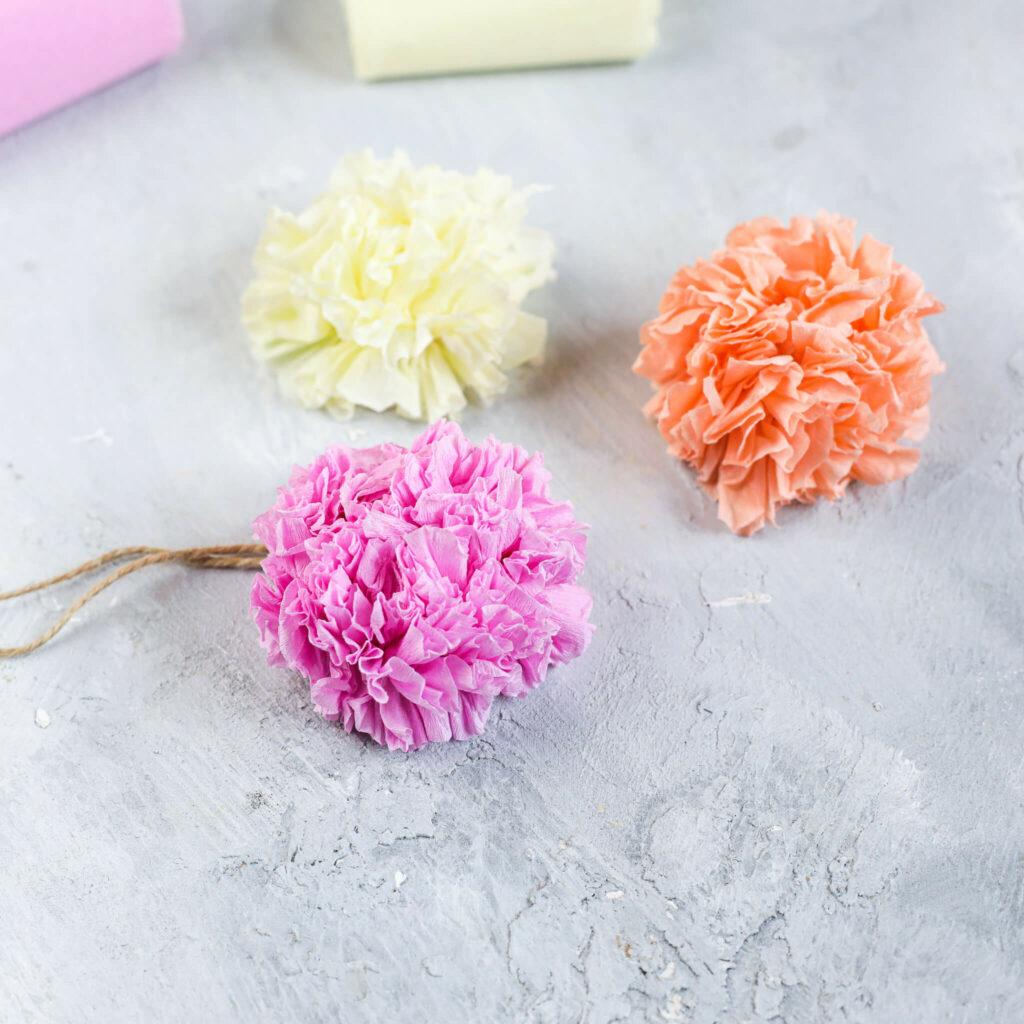 Papierblumen aus Krepp Papier