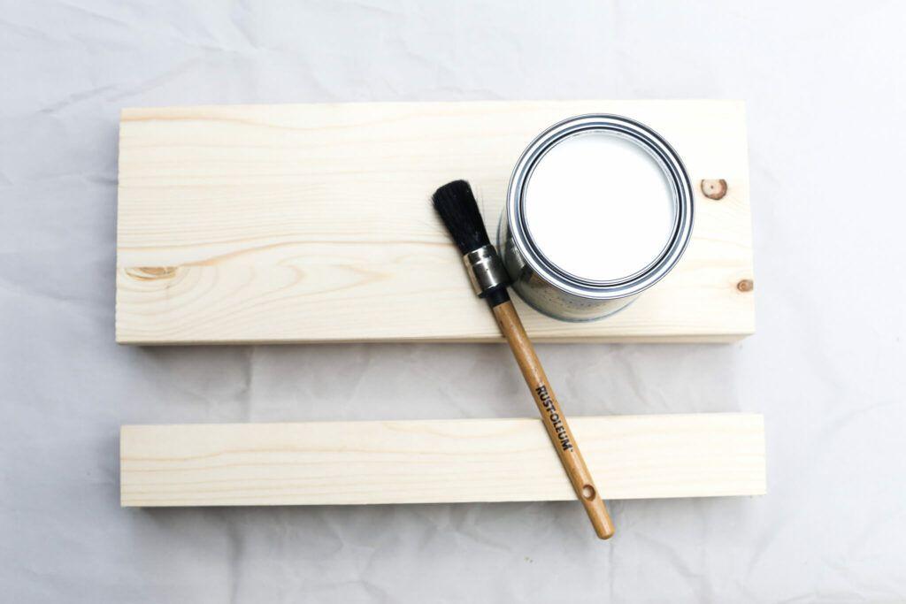 Holzteile für Kräuterregal einmal vorstreichen